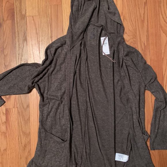 American Eagle Outfitters Sweaters - American Eagle Lightweight Sweater with hood